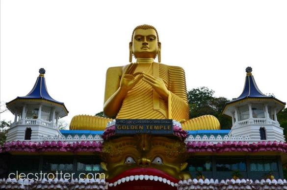 A closer look of the golden Buddha.