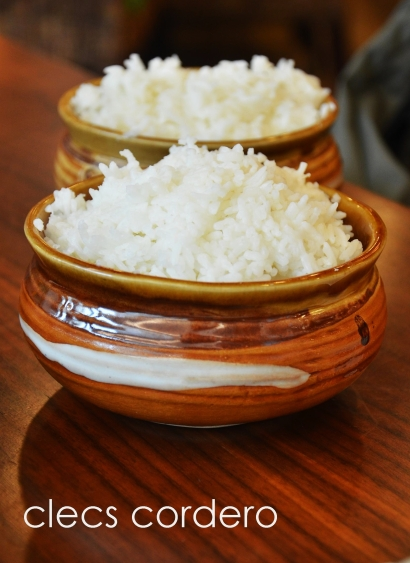 Steamed jasmine rice (Price: AED 7).